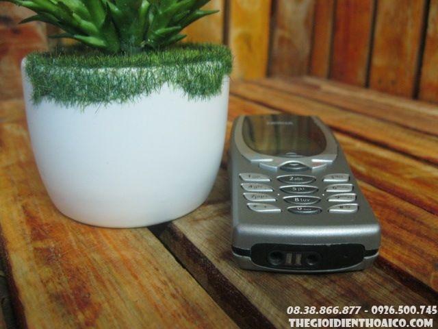 Nokia-8250-112410.jpg