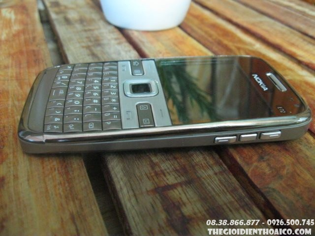Nokia-E72-114315.jpg