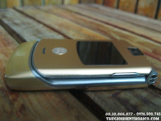 Motorola-V3-Gold-130612.jpg