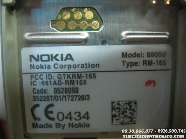 Nokia-8800-Sirocco-gold10.jpg