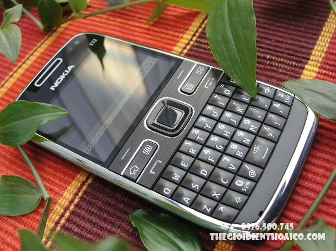 Nokia-E72-Nokia-E72-zin-Nokia-E72-chinh-hang-mua-Nokia-E72-ban-Nokia-E72-phim-Nokia-E72_5.jpg