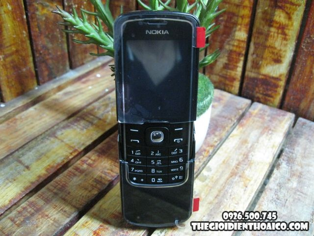Nokia-8600_2srBTS.jpg