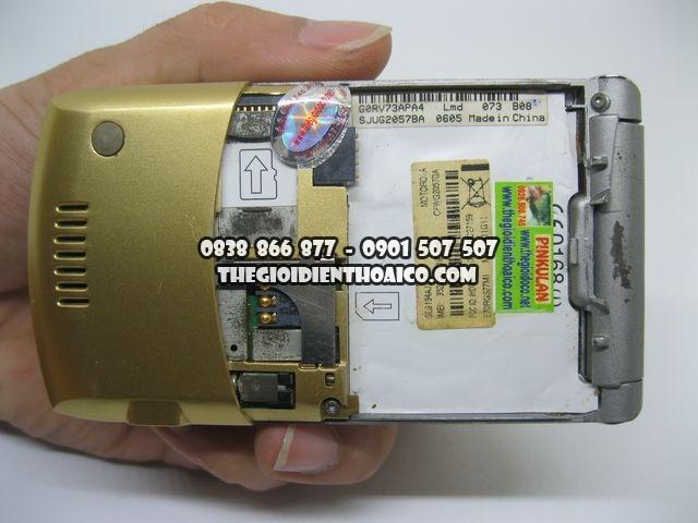 Motorola-V3i-Gold-2066_11.jpg