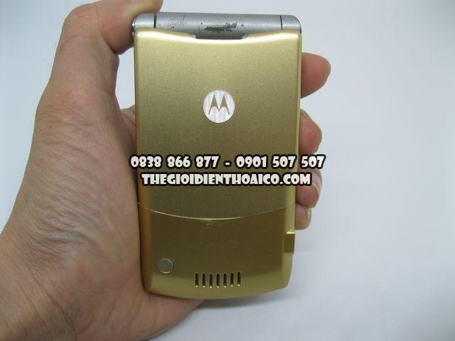 Motorola-V3i-Gold-2066_2.jpg