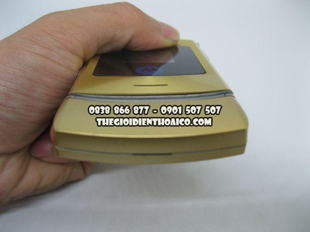 Motorola-V3i-Gold-2066_3.jpg