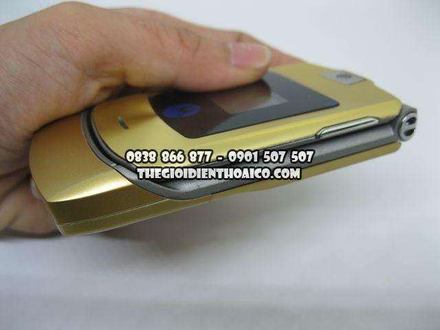 Motorola-V3i-Gold-2066_5.jpg