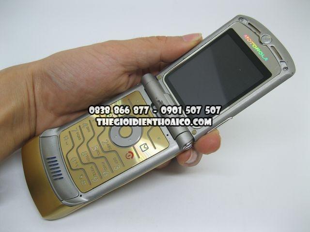 Motorola-V3i-Gold-2066_7.jpg