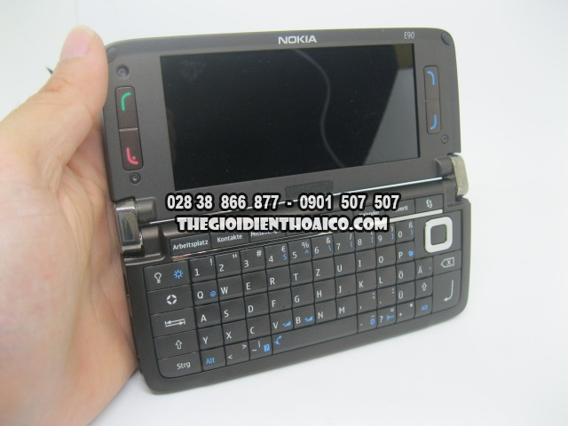 Nokia-E90-2173_18.jpg