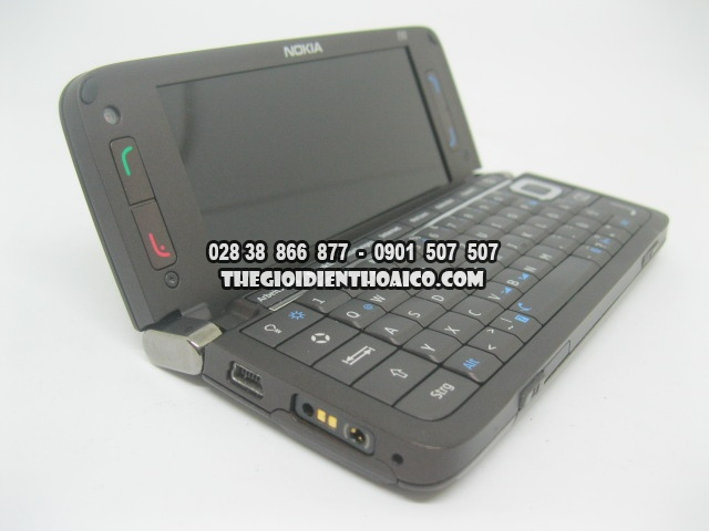 Nokia-E90-2173_19.jpg