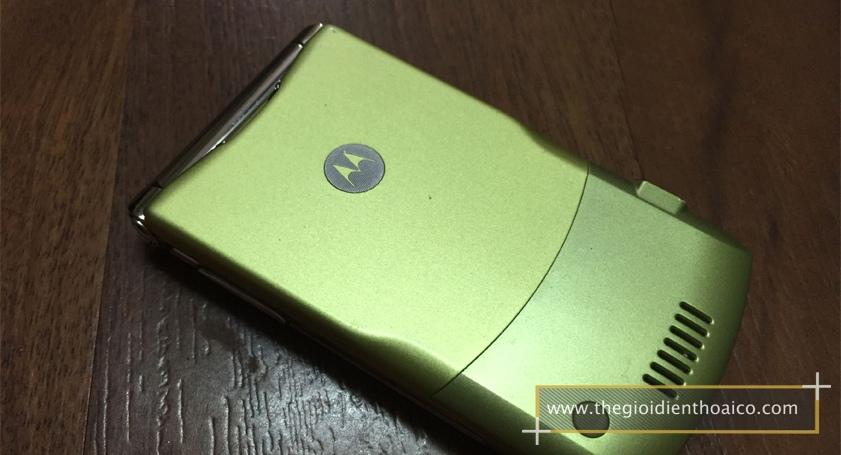 Motorola-V3i-vang_3.jpg