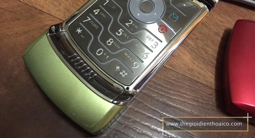 Motorola-V3i-vang_5.jpg