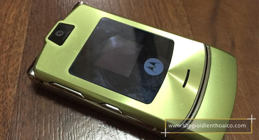 Motorola-V3i-vang_8.jpg