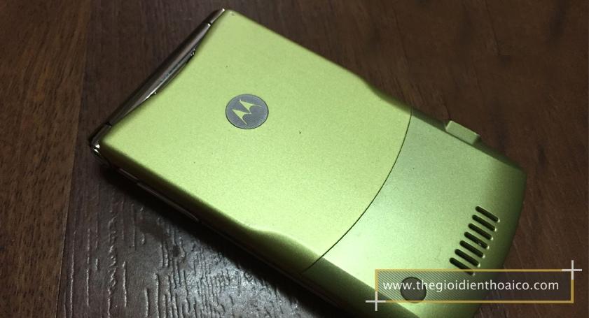 Motorola-V3i-vang_9.jpg