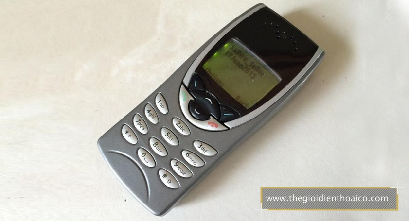 Nokia-8210-mau-bac_1.jpg