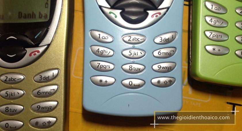 Nokia-8210-mau-xanh-la-nhat_1.jpg