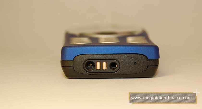 Nokia-8210-mau-xanh_4.jpg