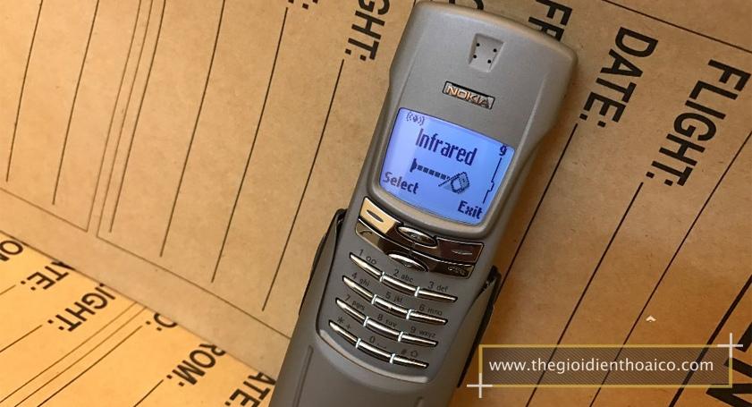 Nokia-8910-mau-bac_2.jpg