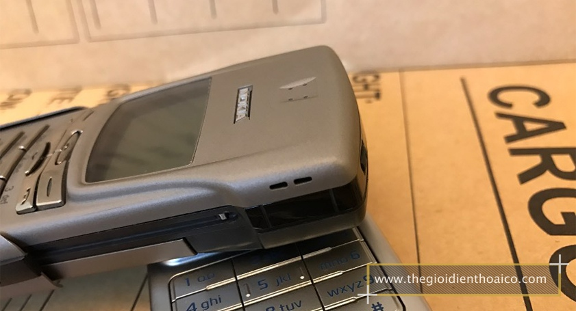 Nokia-8910-mau-bac_8.jpg