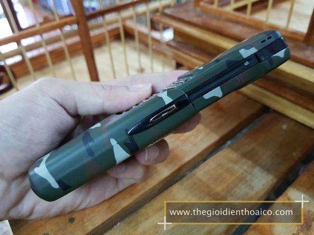 Nokia-8910i-Camo-Quan-Doi_5.jpg