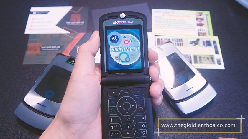Motorola-v3i-nguyen-zin-chinh-hang-suu-tam-dien-thoai-co-xua-doc-la_18.jpg