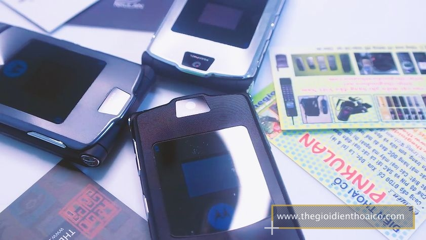 Motorola-v3i-nguyen-zin-chinh-hang-suu-tam-dien-thoai-co-xua-doc-la_3.jpg