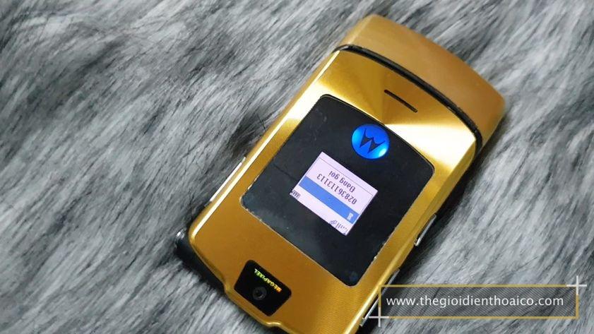 Motorola-v3i-nguyen-zin-chinh-hang-suu-tam-dien-thoai-co-xua-doc-la_9.jpg
