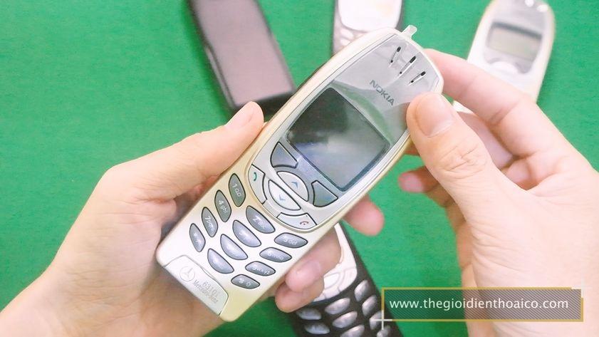 Nokia-6310i-chinh-hang-suu-tam-cua-hang-nokia-ket-hop-voi-Mercedes-Benz_2.jpg