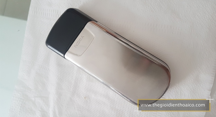 Nokia-8800-mau-bac_2.jpg