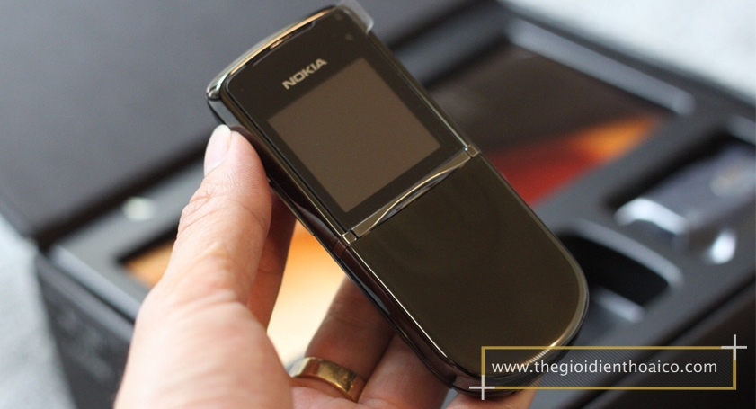 Nokia-8800-Sirocco-mau-Den_1.jpg