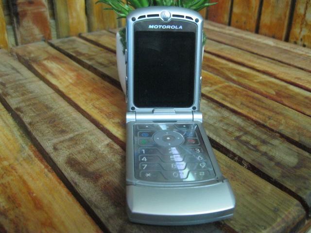 Motorola V3 Silver MS 1300 Đẹp 99%