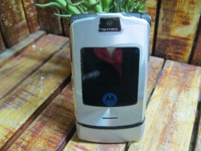 Motorola V3i Đẹp 98% MS 1818