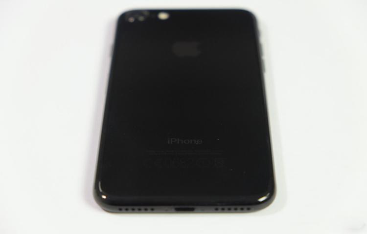 Mở hộp iPhone 7 và 7 Plus chính hãng FPT đầu tiên tại Việt Nam