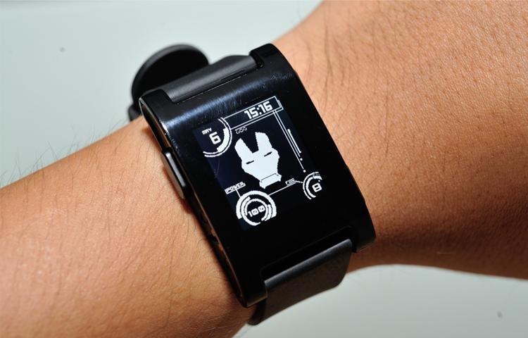 Pebble đóng cửa mảng smartwatch, bán mảng phần mềm cho Fitbit