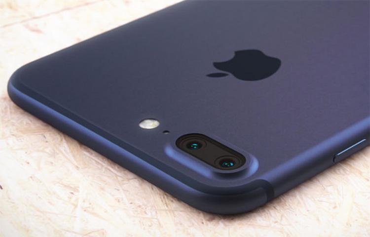 Người dùng iPhone 7 Plus than phiền vì cụm camera đang