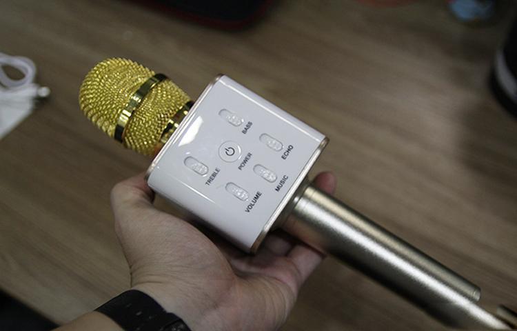 Mổ bụng Mic hát karaoke Q7 bản nhái - Tìm thấy nhiều điểm nguy hiểm khôn lường