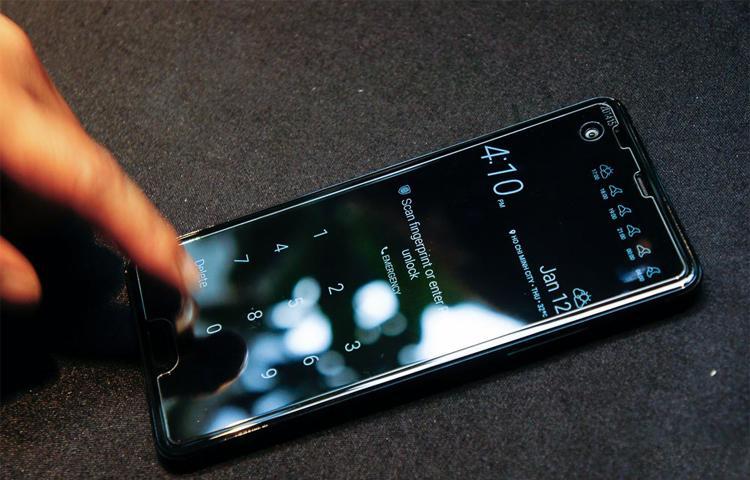 Cận cảnh HTC U Play vừa ra mắt