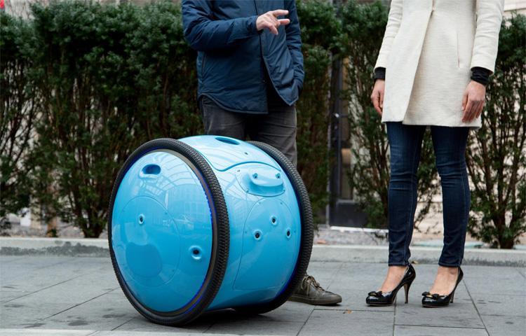 Robot chở hàng Gita của Piaggio giới thiệu có thể tự chạy theo chủ nhân