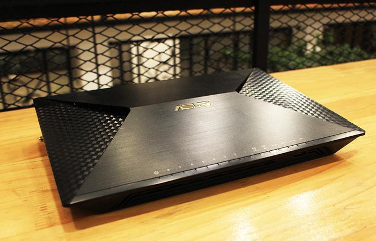 Đánh giá Router Wifi Asus BRT-AC828: Giải pháp mạng không dây cao cấp.