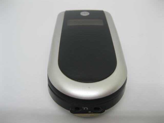 Motorola V180 trắng đen bật nắp cực đẹp MS 2007