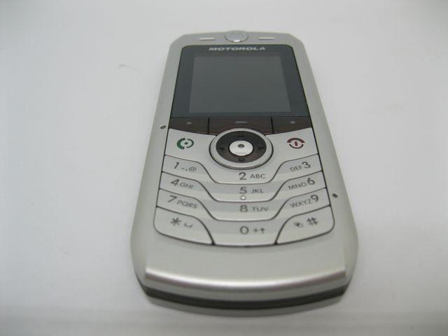 Motorola L2 Vodafone màu bạc siêu mỏng, đẹp 90% MS 2023