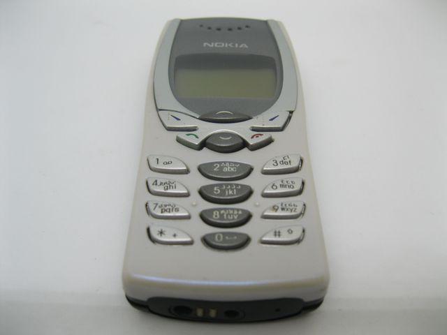 Nokia 8250 màu trắng xà cừ, máy zin như mới, đẹp 97% MS 2038