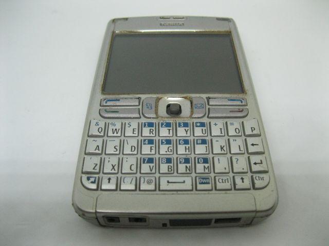 Nokia E62 màu bạc bàn phím Qwerty nguyên zin, đẹp 90% MS 2046