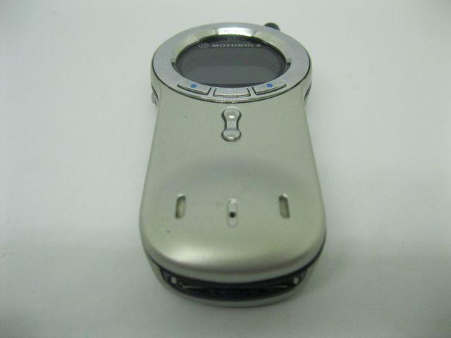 Motorola V70 màu trắng bạc xoay 360 độ, đẹp 95% MS 2054
