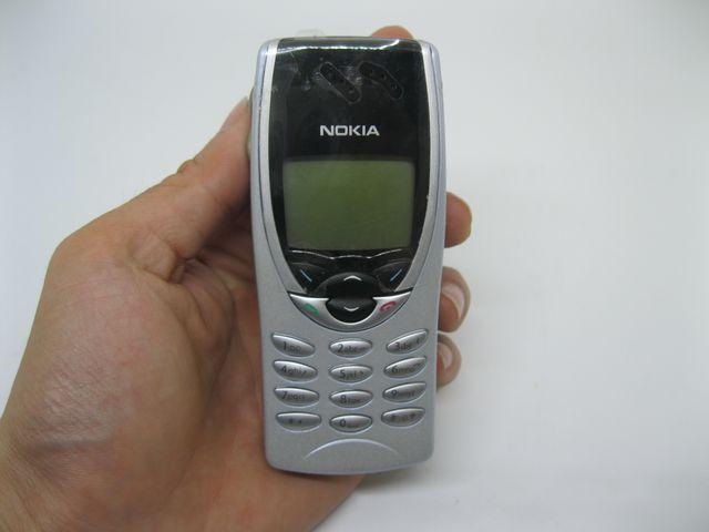 Nokia 8210 màu bạc đen mới 99%