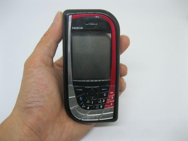 Nokia 7610 màu đỏ đen mới 99%