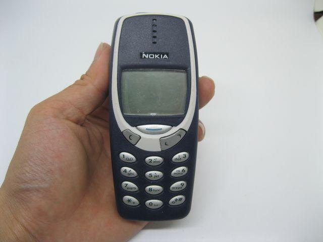Nokia 3310 màu xanh đậm mới 99%