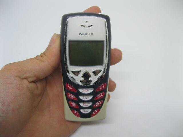 Nokia 8310 màu trắng đen, phím đỏ mới 99%
