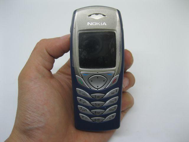 Nokia 6100 màu xanh đậm mới 99%