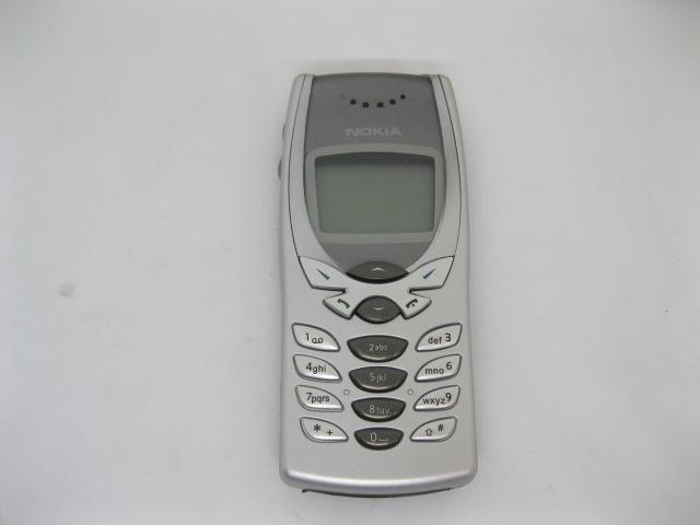 Nokia 8250 đẳng cấp mãi mãi màu Bạc