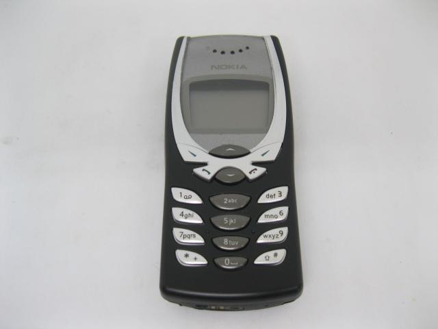 Nokia 8250 đẳng cấp mãi mãi màu Đen
